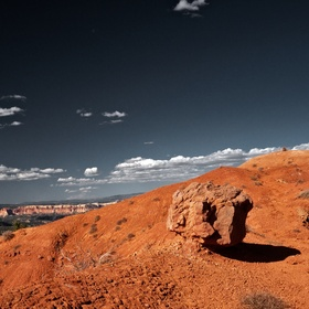Lonely Rock in Bryce Canyon